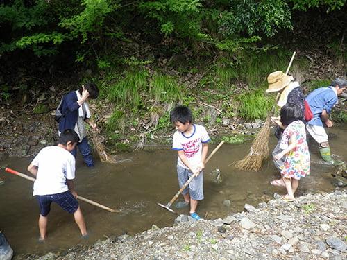 県立国見の森公園プログラム 国見の小川の清掃 ※プログラムの中止・内容変更の可能性あり
