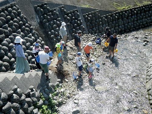 県立国見の森公園プログラム 小川の生き物を探そう ※プログラムの中止・内容変更の可能性あり