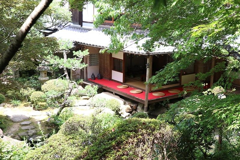 ノスタルジーな雰囲気たっぷりの古民家庭園カフェ「和かふぇ八重庵」