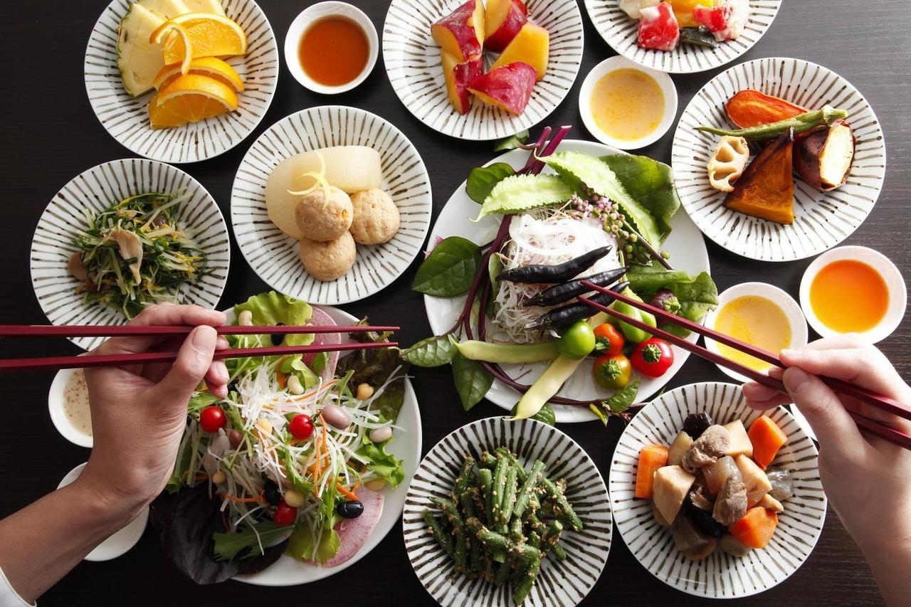 夢乃井1階「ダイニング康貴」の新メニューは地元食材の宝石箱!農家野菜バー付き充実ランチ