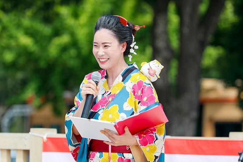 【兵庫・姫路】SHIRONIWAフェスの司会の肩に乗り、みたいにゃがステージに登場!
