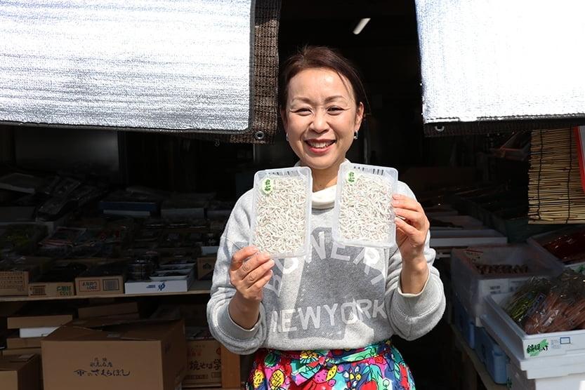 松本海産女性スタッフ.jpg